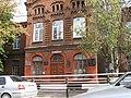 Будинок, у якому вчився Варганов В. О, учасник встановлення Радянської влади в м. Маріуполь 01.JPG