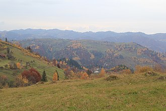 Hutsulshchyna National Park - Image: Осінь в Устеріках