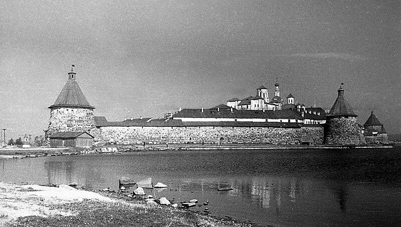 Файл:Св.озеро и монастырь с СВ.jpg