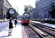 Garnitur Der Linie G2 An Der Nordlichen Rampe Des U Strab Tunnels In Der Landesgerichtsstrase Rechts Im Bild Das Landesgericht Fur Strafsachen Wien 1979
