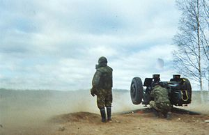 122 mm howitzer 2A18 (D-30) - Finnish D-30 in direct fire during a training exercise