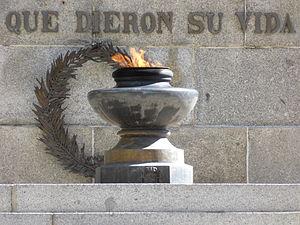 Fiesta Nacional de España - Image: 12 de octubre de 2014 en Madrid, Día de la Fiesta Nacional, Plaza de la Lealtad, llama de honor