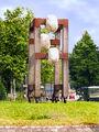 2008-07-14SchorndorfSkulpturenrundgangGerüst mit drei Knubbeln03.jpg