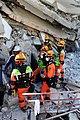 2010년 중앙119구조단 아이티 지진 국제출동100118 중앙은행 수색재개 및 기숙사 수색활동 (208).jpg