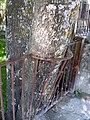 2011-06-05 Bonito detalle han tenido con el arbol - panoramio.jpg
