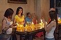 2014 Prowincja Armawir, Wagharszapat, Katedra w Eczmiadzynie, Wnętrze, Dziewczyny stojące obok świec.jpg