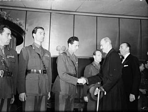 Kasper Idland - The première of the documentary film Kampen om tungtvannet on 5 February 1948. Left to right: Knut Haukelid, Joachim Rønneberg, Jens Anton Poulsson (shaking hands with King Haakon VII), Kasper Idland