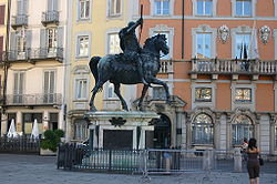Francesco Mochi's 1615 equestrian statue of Ranuccio II Farnese in the city's main square, Piazza dei cavalli.