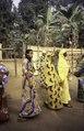 ASC Leiden - van Achterberg Collection - 1 - 079 - Sept dames mbororo, membres de Mboscuda, une auto-organisation des Mbororo, en promenade - Bamenda, Cameroun - 6-12 février 1997.tif