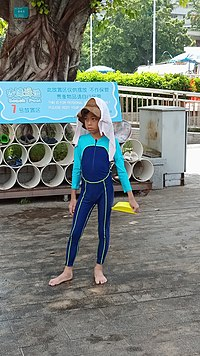 A Boy wearing body-skin swimsuit (siamesed ver.) in SaiGaau Swimming Pool.jpg