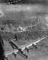 A Dunai Repülőgépgyárat és a gyári repülőteret (a mai Tököli repülőtér) bombázó B-24 Liberátorok a Csepel-sziget fölött. Fortepan 15918.jpg