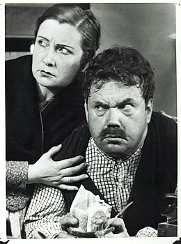 "Actress Assumpció Casals and Juan de Landa in ""Al margen de la ley"" film (1935).jpg"