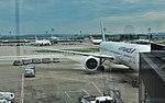 Air France Boeing 777 F-GSQX parked (15159984190).jpg