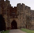 Alnwick Castle (aka Hogwarts) Gatehouse - geograph.org.uk - 381907.jpg