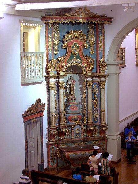 Ficheiro:Altar da Igreja de Nossa Senhora do Rosario e São Benedito3.jpg