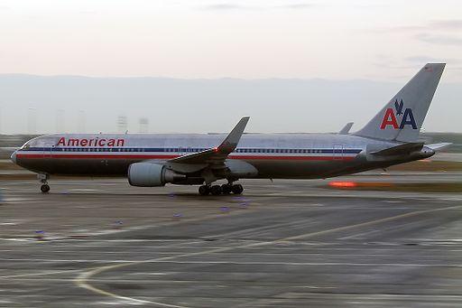 American Airlines, N352AA, Boeing 767-323 ER (16268886218)