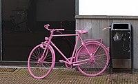 Arnhem, fiets voor Giro d'Italia in steegje van de Ketelstraat foto8 2016-04-17 18.12.jpg