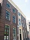 foto van Huis met monumentale bakstenen gevel in lod