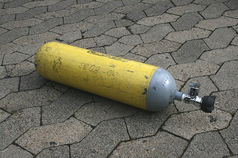 Datei:Atemluftflasche feuerwehr.jpg
