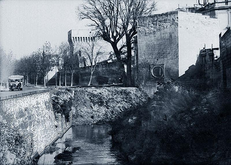 File avignon la sorgue la porte saint dominique en wikimedia commons - Porte saint dominique avignon ...