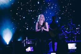 Avril Lavigne in Brasilia - 2014 - 20.png