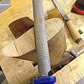 Büchsenmacher Arbeit an einem Gewehrschaft.jpg