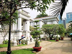 Gia Long Palace - Palace gardens