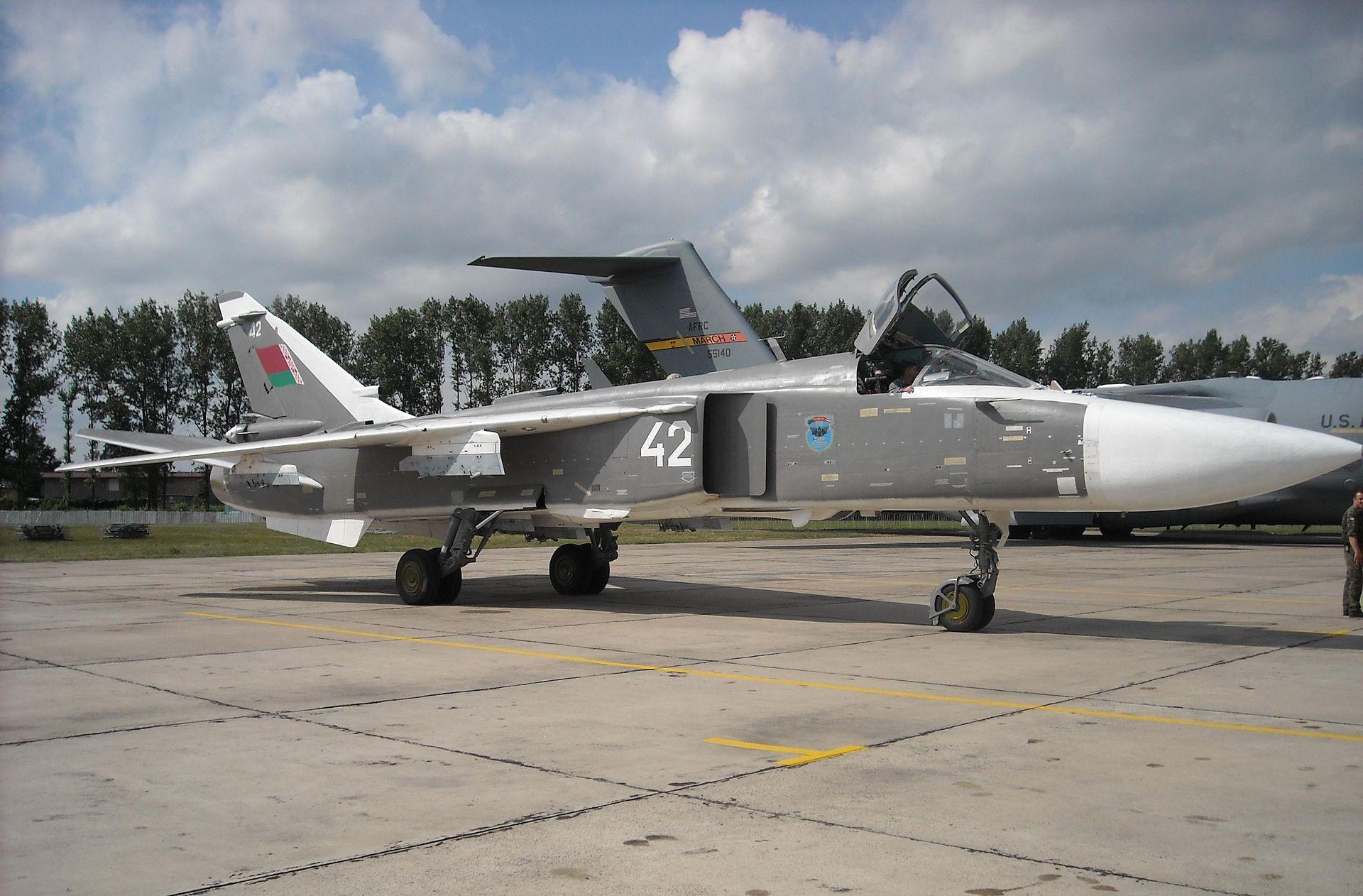السودان ربما استلم اعداد اضافيه من مقاتلات Su-24 Fencer 1920px-Belarusian_Su-24_Fencer_at_Radom_AS_2009