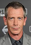 Ben Mendelsohn at the Rogue One -A Star Wars Story- World Premeire Red Carpet - DSC 0547 (31547593176) (cropped).jpg