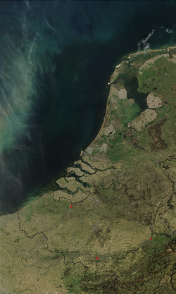 Benelux satellite image.PNG