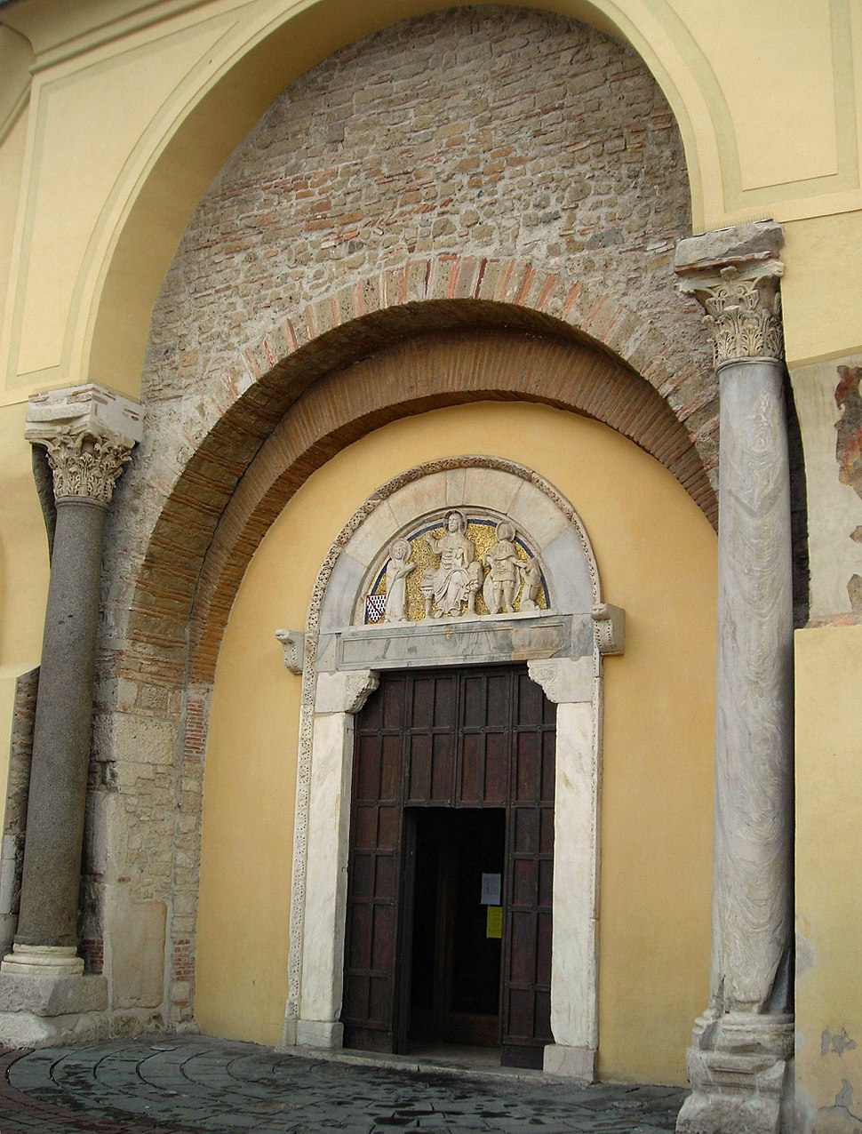 Benevento-Santa Sofia-portale