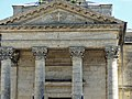Bergerac église Madeleine chapiteaux et fronton.jpg