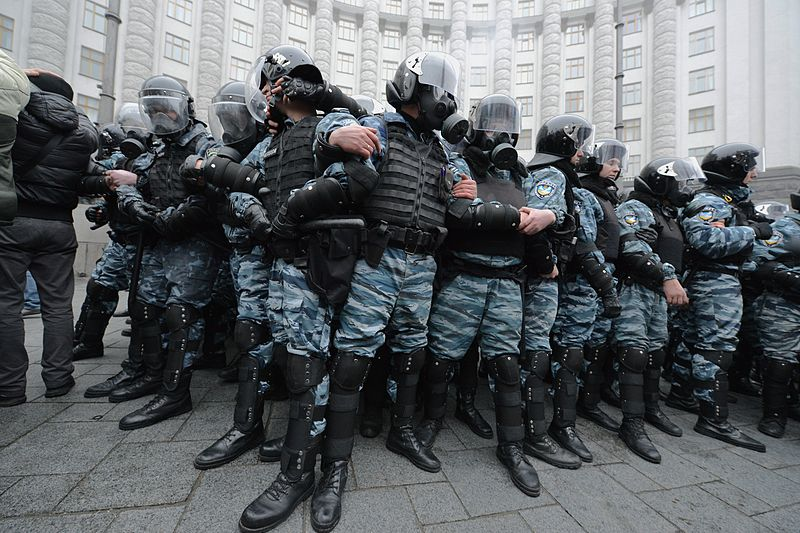 File:Berkut Riot Police by the Cabinet of Ministers of the Ukraine.jpg