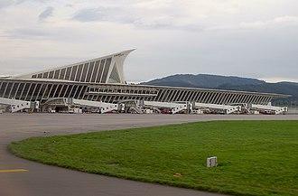 Bilbao Airport - Image: Bilbao ( Sondica) (BIO LEBB) AN0466068