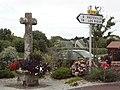 Biville (Manche) croix de chemin au bourg (02).jpg