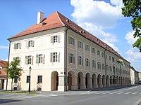 Grad Bjelovar 200px-Bjelovar_gradskavijecnica