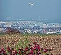 Blick über den Flughafen Stuttgart in Richtung Stuttgart - panoramio.jpg