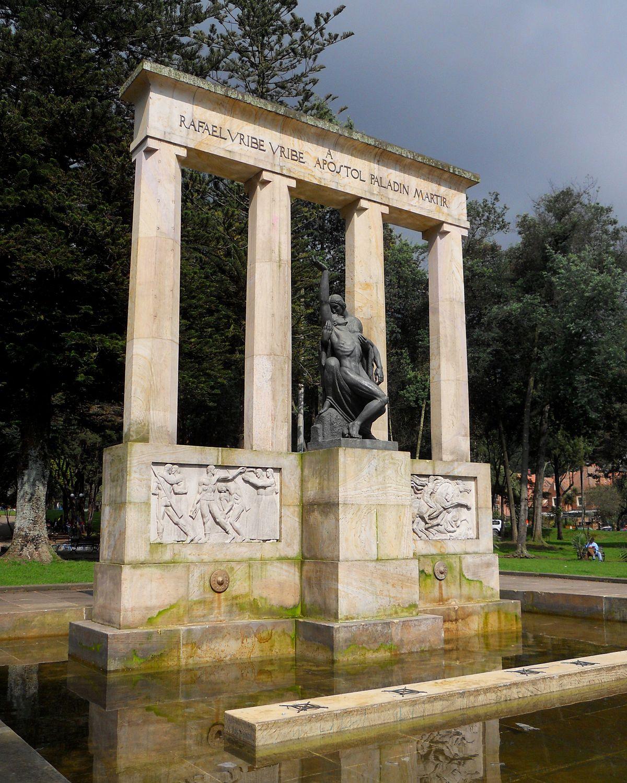 Bogotá parque Nacional Monumento a Rafael Uribe Uribe.JPG
