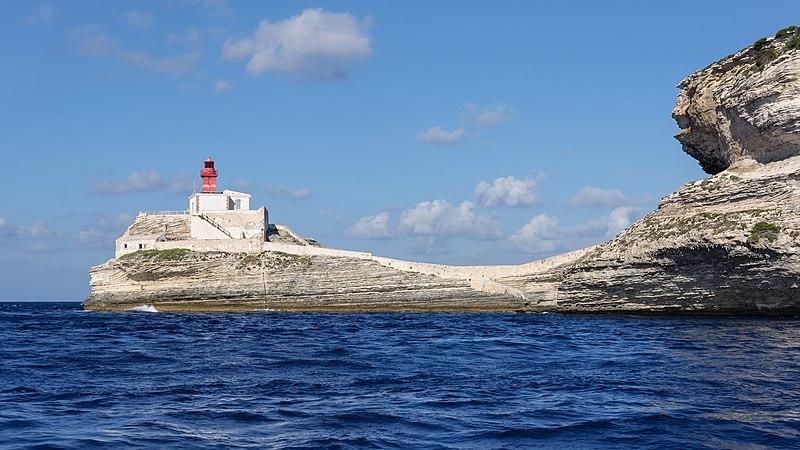 File:Bonifacio phare Madonetta.jpg