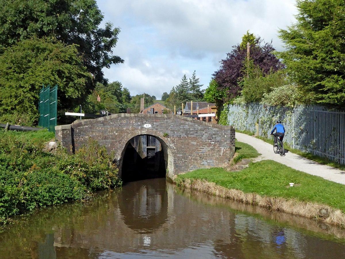 Bridge No. 43, Caldon Canal.jpg