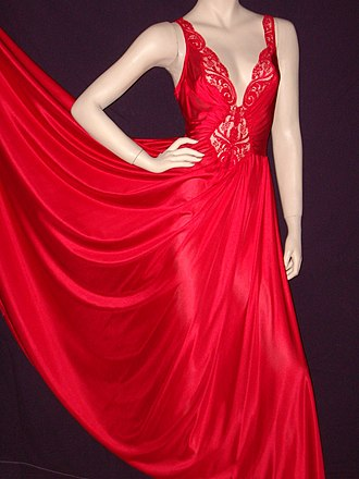Nightgown - Image: Bright red nightgown