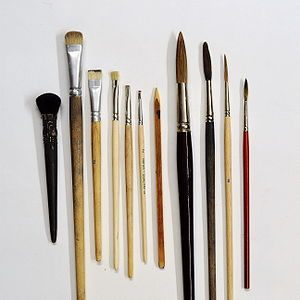 English: Various brushes for painting on glass...