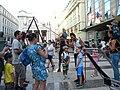 Bucuresti, Romania. B-FIT IN THE STREET 2018. Piateta ODEON. Teatrul ODEON. (B-II-m-B-19854) Artistul Juriy Longhi inconjurat de copii.jpg
