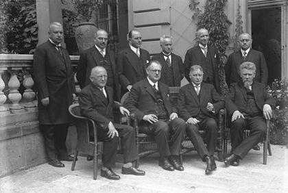 das kabinett im juni 1928 v l n r stehend hermann dietrich rudolf hilferding julius curtius carl severing theodor von gurard georg schtzel - Was Ist Ein Kabinett