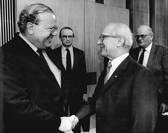 Martin Bangemann - Bangemann (left) with Erich Honecker in Berlin 1986.