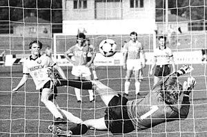 Karsten Neitzel - Neitzel taking a penalty for Dynamo Dresden II against Chemie Halle