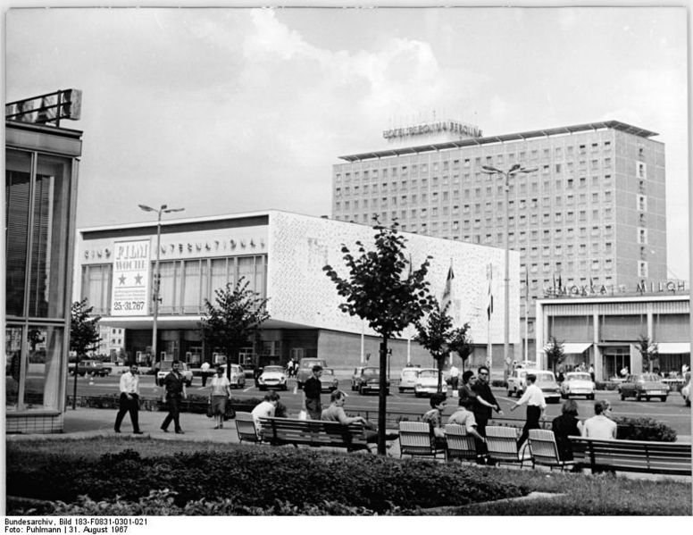 File:Bundesarchiv Bild 183-F0831-0301-021, Berlin, Karl-Marx-Allee, Kino International.jpg