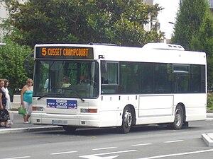 Heuliez GX 117 sur la ligne 5, se dirigeant vers Cusset Champcourt