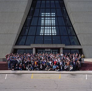 Collider Detector at Fermilab - CDF Collaboration group photo, April 14, 1994。