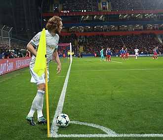 Daley Blind - Blind taking a corner for Manchester United in the 2017-18 UEFA Champions League.